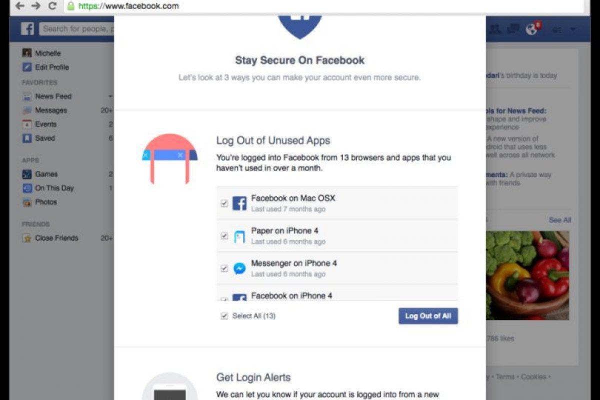 La primera opción les ayudará a cerrar la sesión en todos los dispositivos si no se han utilizado en un mes Foto:Facebook. Imagen Por: