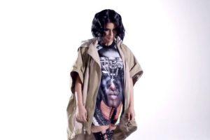 """Kim Kardashian trata de emular a dos íconos de estilo en """"Hype"""" pero no lo logra. Foto:vía Youtube/Hype. Imagen Por:"""