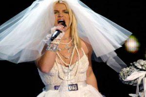 El vestido que Britney usó en escenario fue tan feo como el que usó con Kevin Federline. Foto:vía Getty Images. Imagen Por: