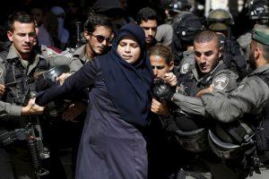Arrestan a mujer palestina por protestar. Foto:AFP. Imagen Por: