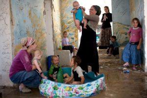 Israelíes juegan con sus hijos. Foto:AFP. Imagen Por:
