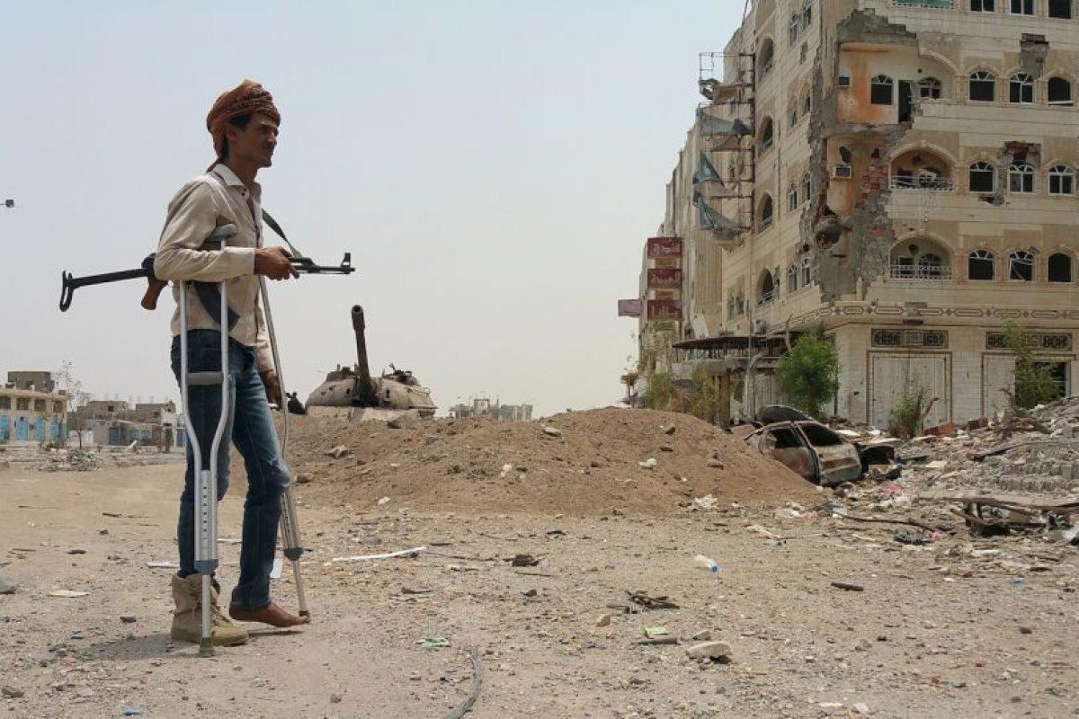 Combatiente en Yemen que apoya al exiliado presidente Abedrabbo Mansour Hadi. Foto:AFP. Imagen Por: