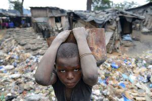 Niño trabaja en Costa de Marfil. Foto:AFP. Imagen Por: