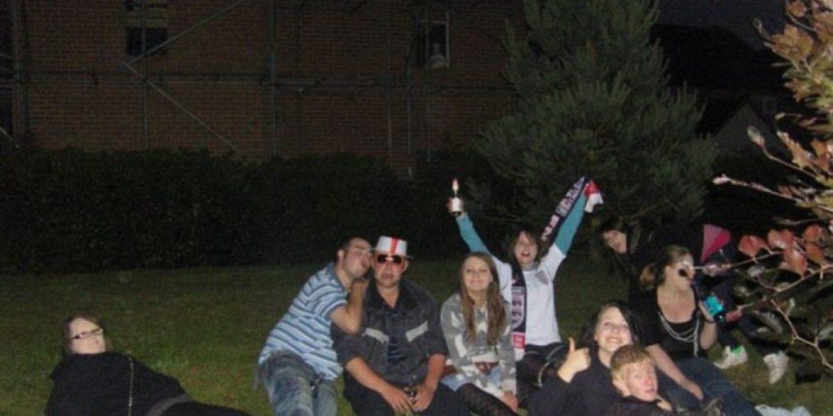 FOTOS: Jóvenes aseguran que un fantasma los vigilaba en una celebración