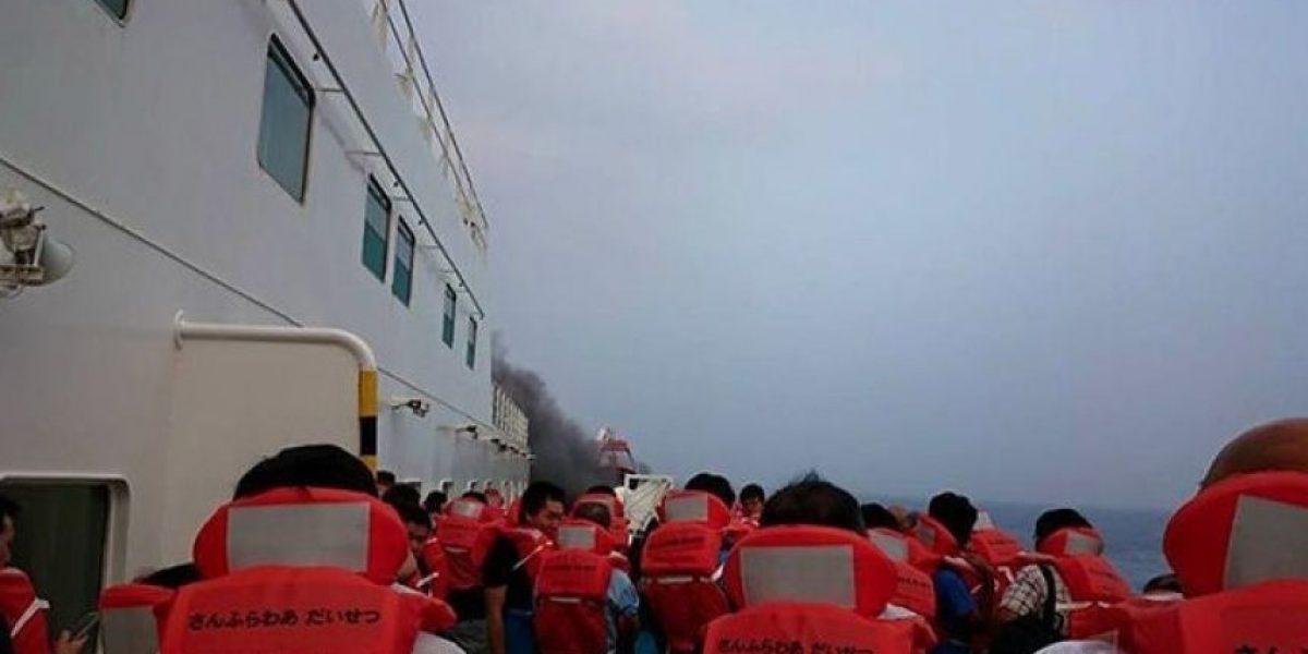 Evacuados los pasajeros de un ferry en llamas en Japón