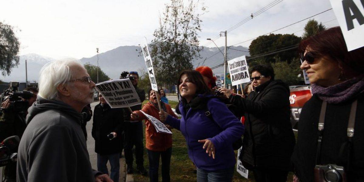 Familiares de víctimas de la dictadura funan a Manuel Contreras