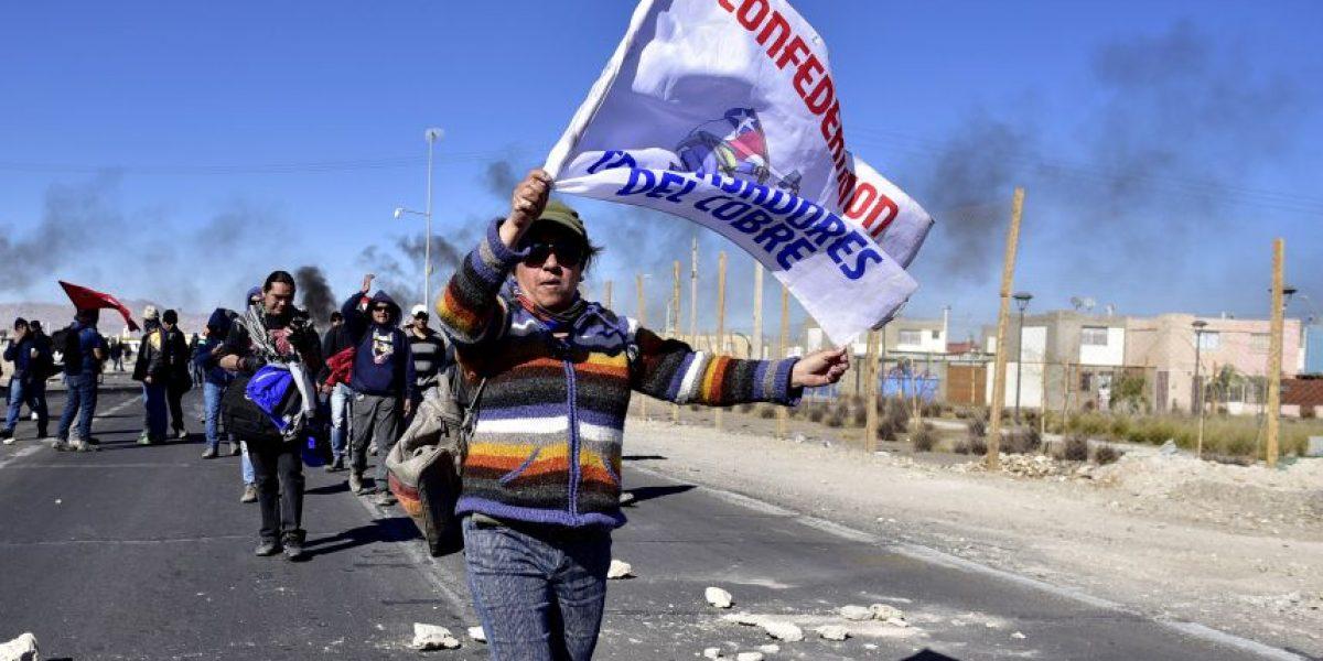 Trabajadores del cobre divididos por llamado de Codelco al diálogo