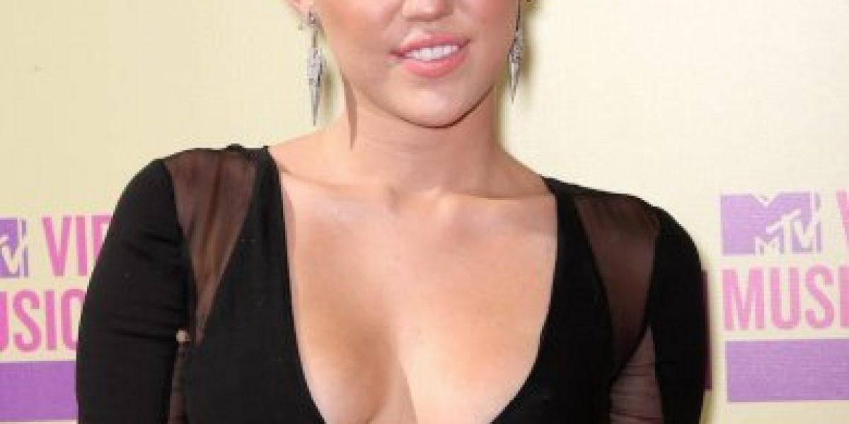 Miley Cyrus se volvió rubia platinada al estilo de
