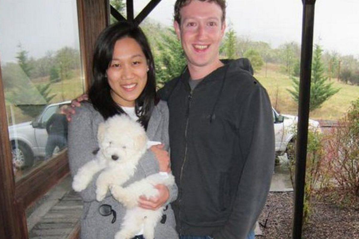 """En su página de Facebook también muestra su agudo sentido del humor. Escribió sobre su perro lo siguiente: """"Le gusta cocinar y las cosas suaves"""". """"Soy una criatura simple"""", se define Foto:Twitter. Imagen Por:"""