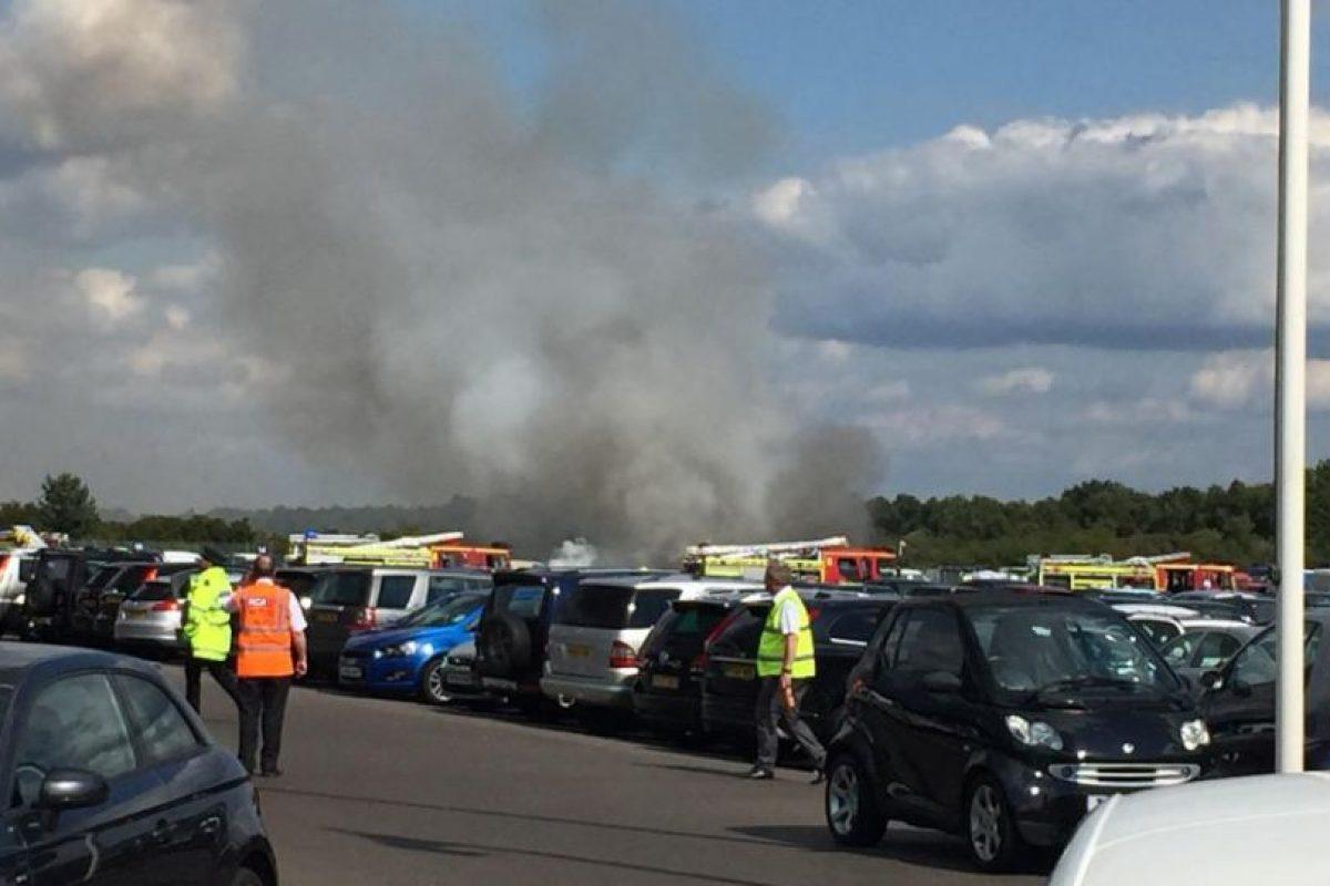 El jet Phenom 300 se estrelló muy cerca de la pista. Foto:Vía Twitter @tubman89. Imagen Por: