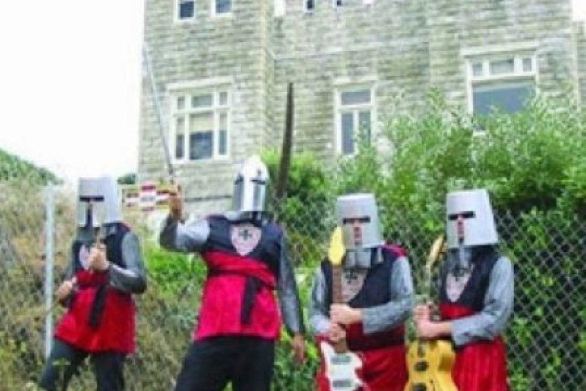 """19. """"Knights in the New Crusade"""". Su género es garage rock cristiano. Son de Estados Unidos. Foto:Pinterest. Imagen Por:"""