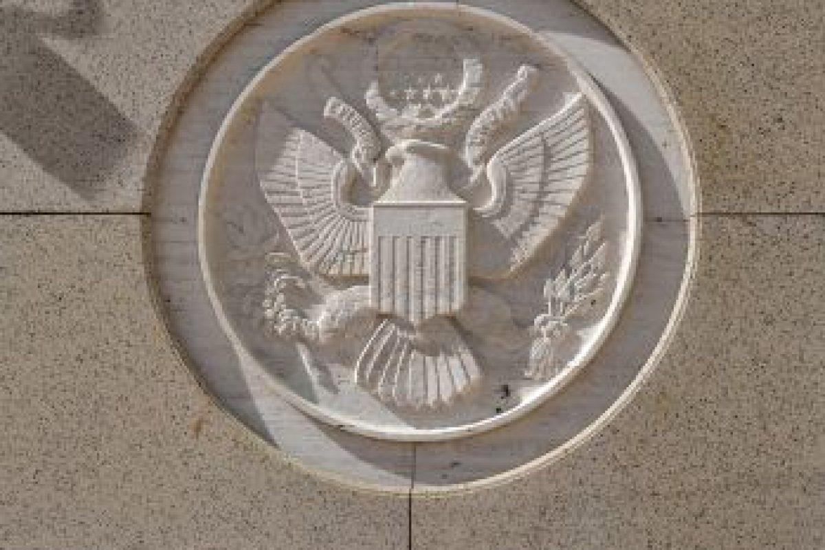 Escudo de armas estadounidense en el frontis de la embajada Foto:AFP. Imagen Por: