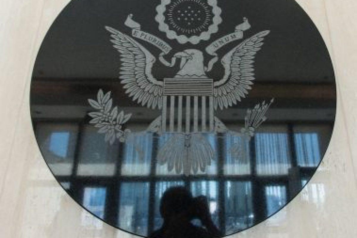 El escudo de armas en el lobby del edificio Foto:AFP. Imagen Por: