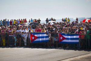 Cubanos se dieron sita fuera de las instalaciones. Foto:AFP. Imagen Por: