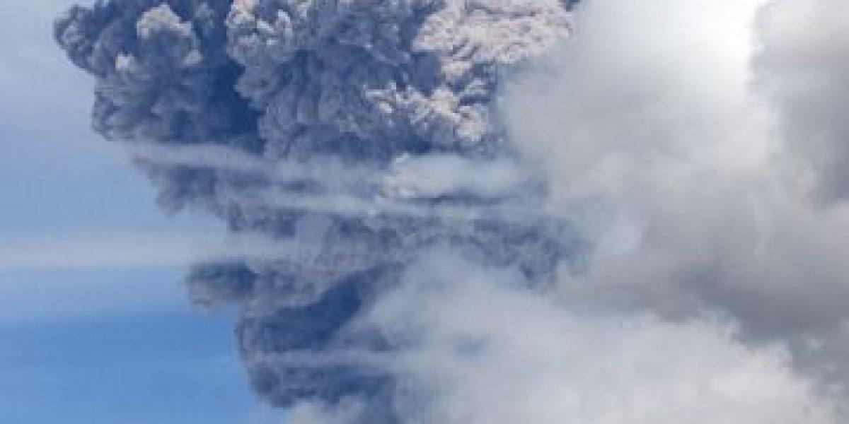 Ecuador en alerta tras emisión de ceniza de volcán próximo a Quito