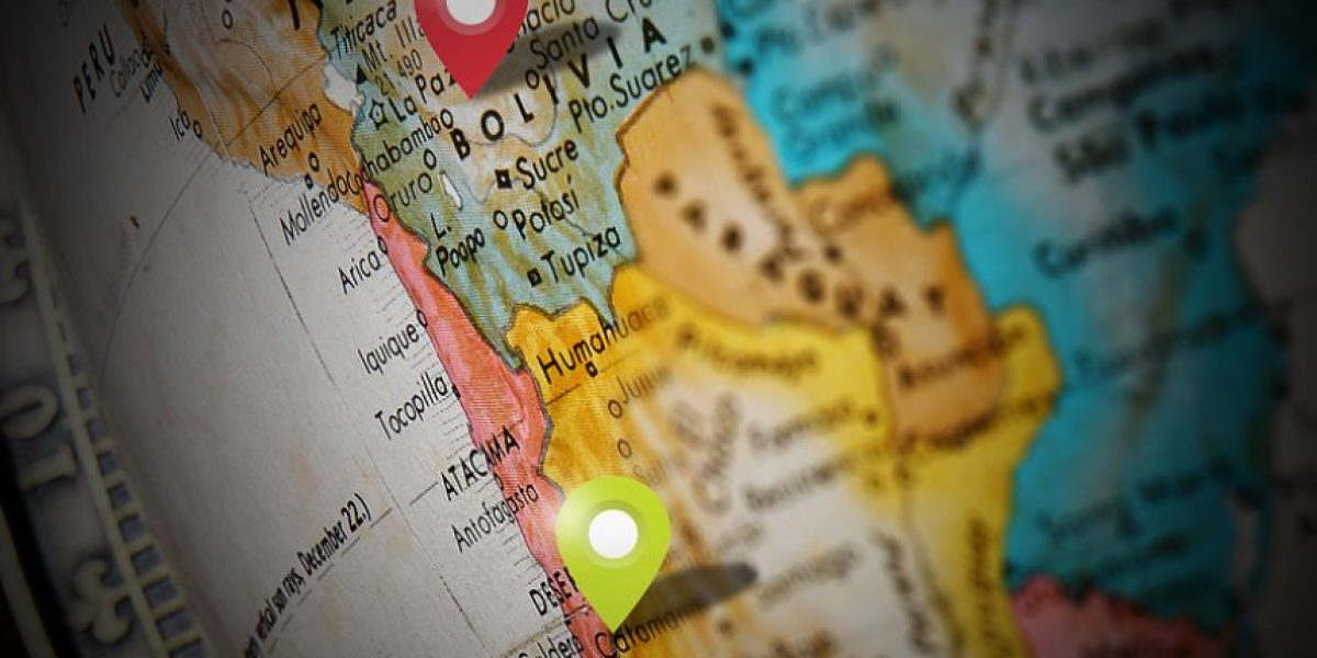 Bolivia entrega folletos por demanda marítima a turistas que visitan Chile