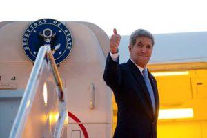 El actual secretario de Estado de la administración Obama, John Kerry, fue el encargado de reinaugurar la misión diplomática que se encuentra ubicada en el Malecón de La Habana. Foto:AFP. Imagen Por: