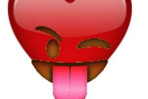 """La web """"Randemojinator"""" mezcla las famosas caritas para crear graciosas combinaciones como éstas Foto:randemojinator.co. Imagen Por:"""