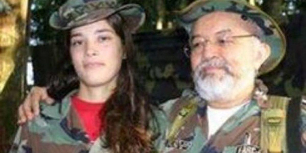 Mujer posó junto a líder de las Farc y ahora trabaja para el Ministerio del Interior