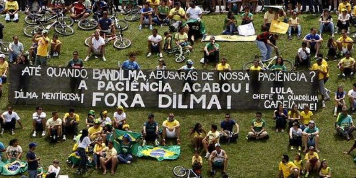 Grupos opositores afirman que exigirán en la calle la destitución de Rousseff