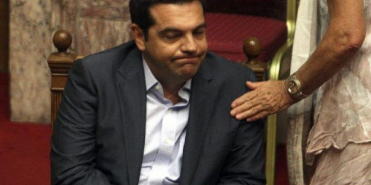 Estabilidad del gobierno de Tsipras en serio peligro ante división interna