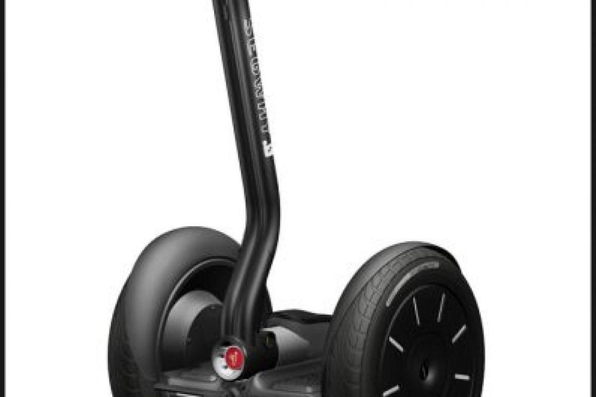 """Un artículo en """"TIME"""" de 2001 lo definió como """"reinventando la rueda"""". Sin embargo, su alto precio y su incómoda manejabilidadlo hicieron mala opción para la movilidad urbana Foto:Dean Kamen. Imagen Por:"""