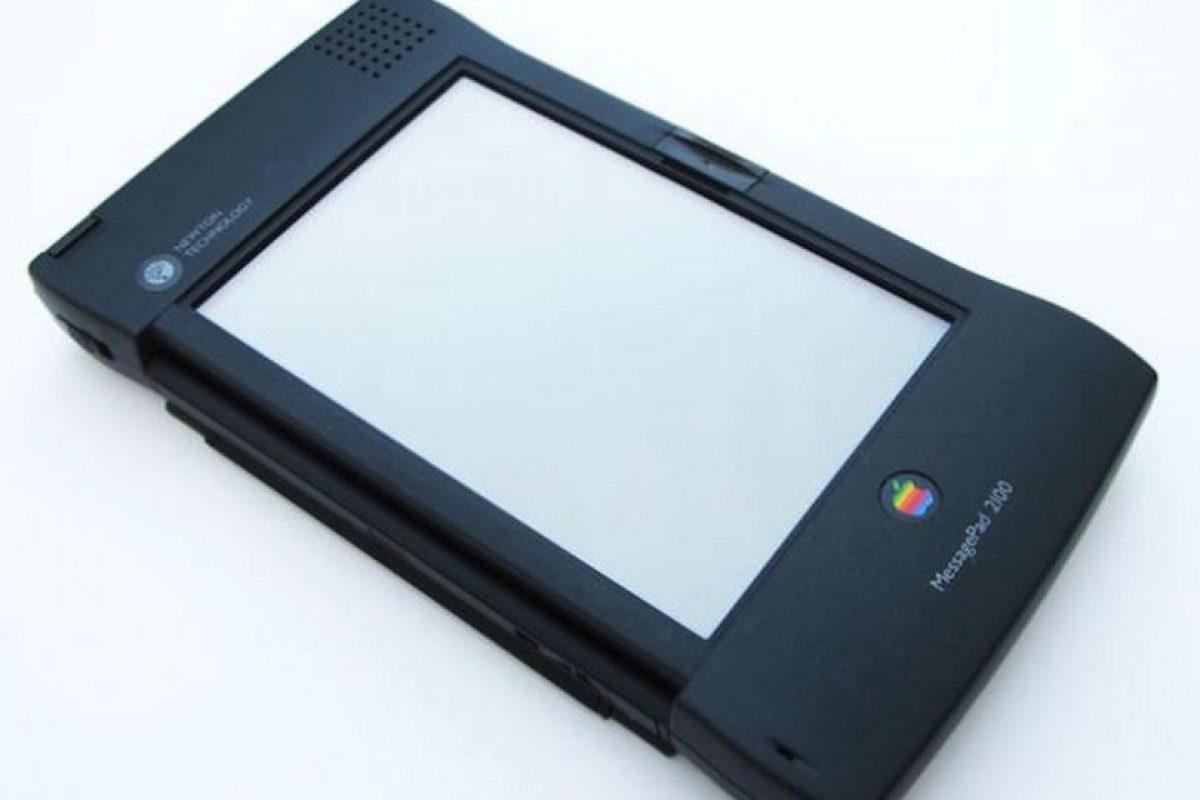 Newton, el antecedente del iPhone y iPad, no tuvo el recibimiento esperado ya que su tamaño y precio exageradamente grandes Foto:Apple. Imagen Por:
