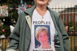 Aunque la Familia Real se negó a conceder un funeral de Estado, la presión del pueblo británico obligó a Buckingham a cambiar de parecer Foto:Getty Images. Imagen Por: