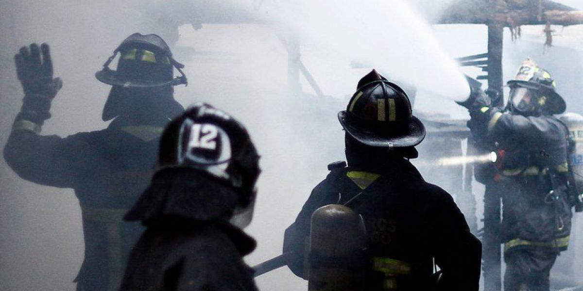 Incendio destruye tres casas en Renca