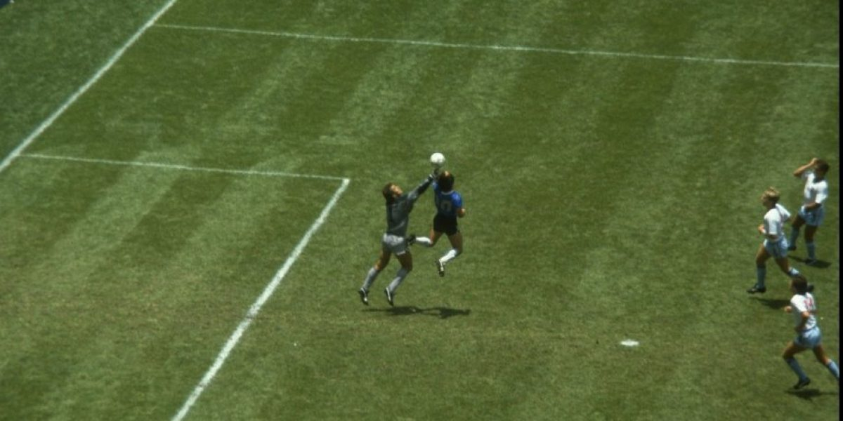 Diego Maradona tuvo emotivo reencuentro con el árbitro de la