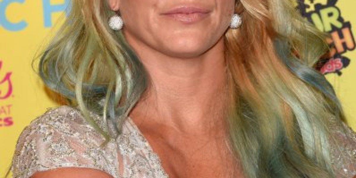 ¡Sin pudor! Britney Spears llegó a evento para adolescentes con un terrible escote transparente