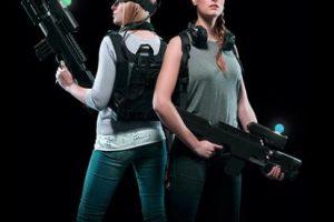 El equipo que complementa la experiencia es una mochila, una pistola y audífonos personales Foto:www.zerolatencyvr.com. Imagen Por:
