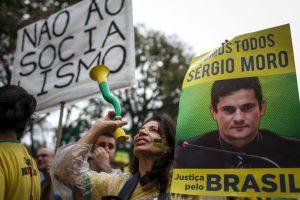 1. En funcionario se ha ganado el apoyo del pueblo por su investigación de corrupción en Petrobras. Foto:AFP. Imagen Por: