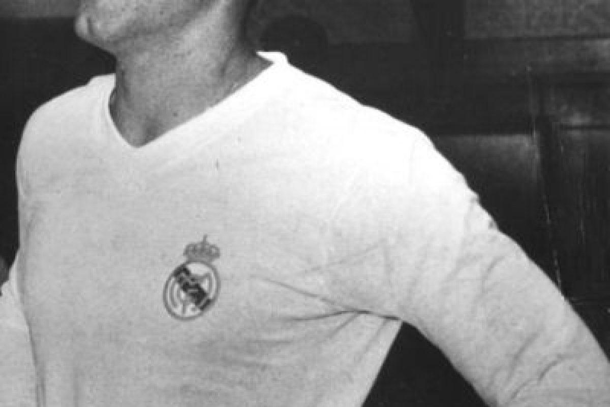 El ícono del Real Madrid nació en Argentina, pero se nacionalizó español en 1956 y dada las condiciones de aquella época, pudo jugar en las dos Selecciones, aunque al final se decantó por la española. Foto:Getty Images. Imagen Por: