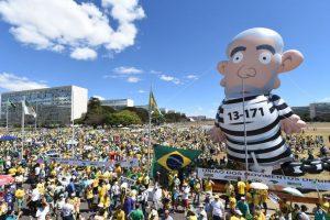 Los opositores a Rousseff y al expresidente Lula da Silva volvieron a salir a las calles Foto:AFP. Imagen Por: