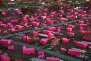 Su proyecto inició con estas casas de campaña rosas. Foto:Getty Images. Imagen Por: