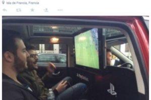 Los usuarios podían jugar un partido de fútbol en un PS4 mientras paseaban por la ciudad. Foto:Uber. Imagen Por: