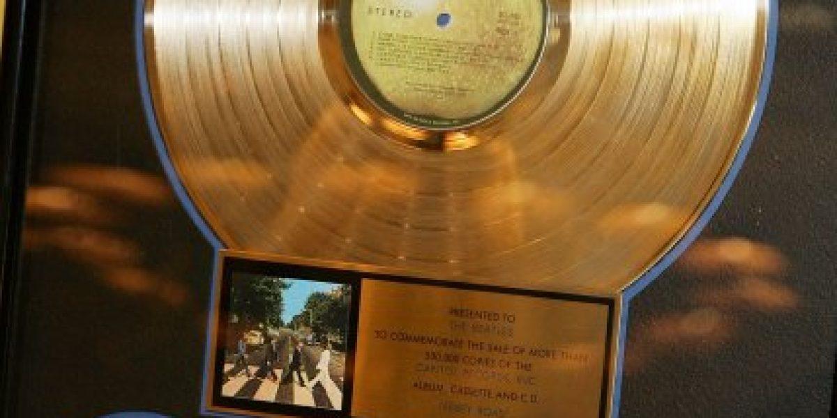 Subastarán en Nueva York el primer contrato de grabación de los Beatles