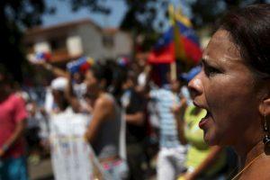 De cinco mil a tres mil bolívares, unos 5 dólares de acuerdo al precio de transacción de la divisa estadounidense en el mercado negro en Venezuela.. Foto:Getty Images. Imagen Por: