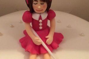 Aunque esta muñeca no quedó tan mal como la Elsa que se hizo viral algunos meses. Foto:vía Twitter. Imagen Por: