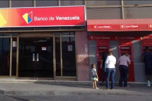 Por su parte el Banco de Venezuela redujo el monto máximo para retirar de cajeros automáticos. Foto:Vía Wikimedia.org. Imagen Por: