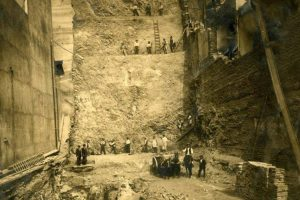 Pique de construcción en su primera fase de la Biblioteca Nacional de Chile en 1914. Foto:Fotos Históricas de Chile. Imagen Por:
