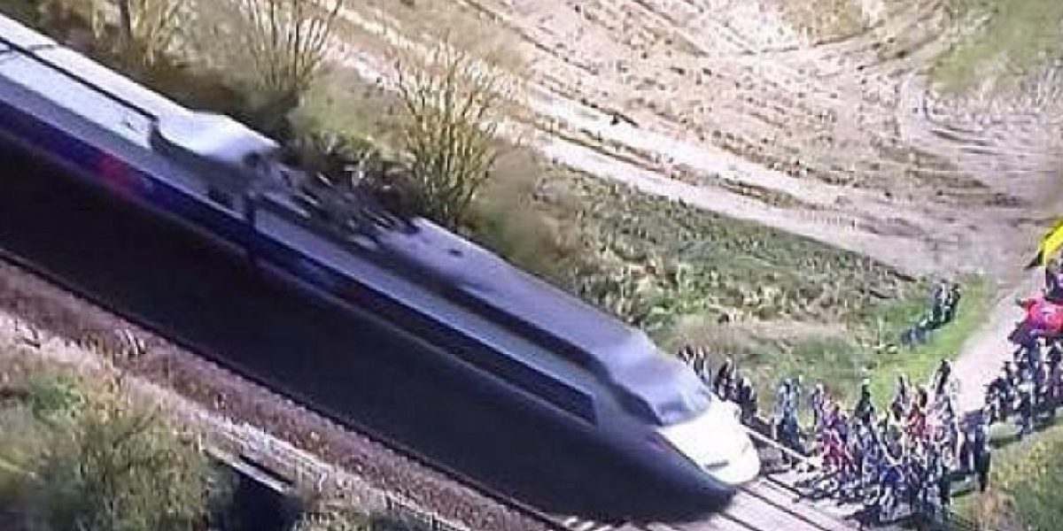 La policía francesa busca a joven que se tumbó en la vía bajo los trenes