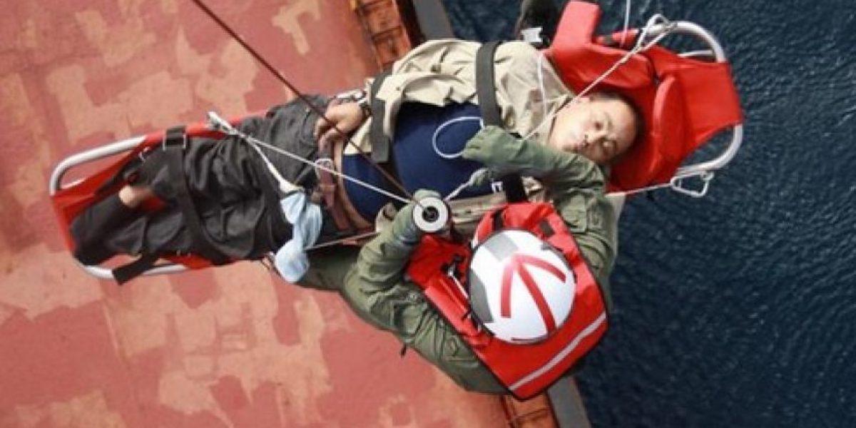 Armada realizó rescate en alta mar de tripulante filipino con problemas cardíacos