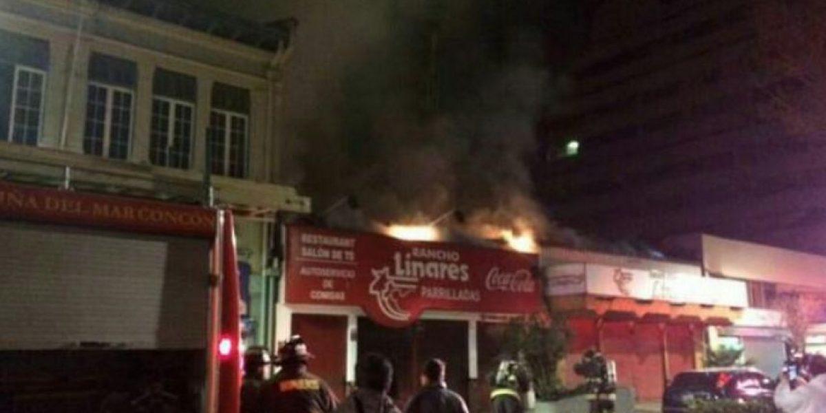 Voraz incendio destruyó céntrico restaurante de Viña del Mar