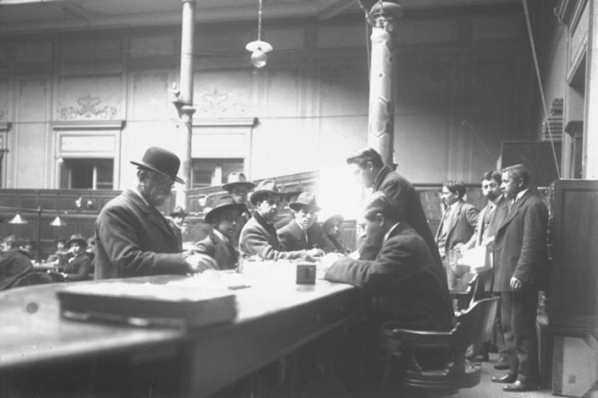 Salón de Lectura, hacia 1900 Foto:Memoriachilena. Imagen Por: