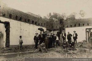 Convento de Santa Clara en demolición, 1912 Foto:Memoriachilena. Imagen Por: