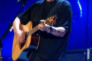 Por lo que este el cantante abandonó la tienda. Foto:Wikicommons. Imagen Por: