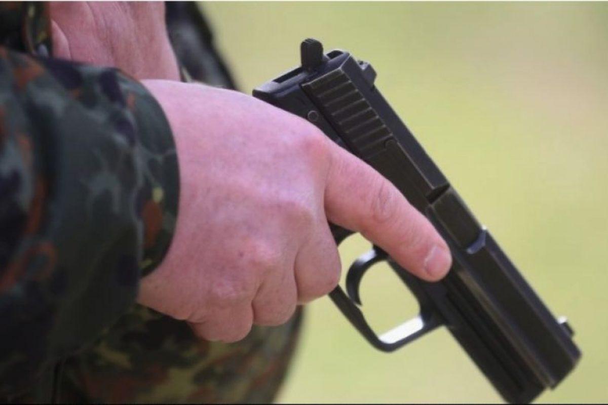 Autoridades investigan la muerte de un hombre de 31 años, quien presuentamente murió de un disparo perpetrado por su hijo, de dos años. Foto:Getty Images. Imagen Por: