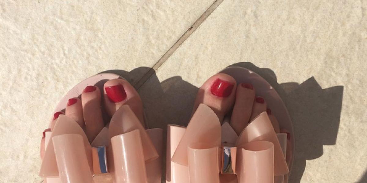 Daniela Aránguiz presume sus zapatos que superan el medio millón de pesos